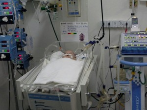 Bebê está internado no Hospital Dom Malan em Petrolina (Foto: Roseane Peixinho/ Arquivo pessaol)