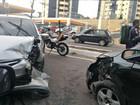 Batida entre carros na Z. Centro-Sul de Manaus deixa 1 ferido e trânsito lento