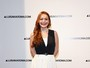 Lindsay Lohan exibe hematomas na perna durante evento na Itália