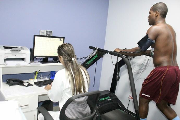 Macaé inicia exames médicos (Foto: Tiago Ferreira)