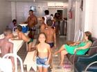 Discordando de prefeito, 47 mineiros ficam na mesma casa em Guarapari