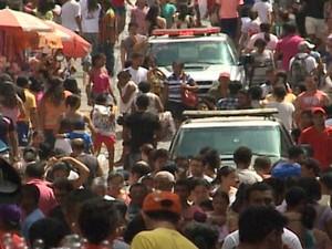 Fluxo foi intenso na Rua Grande neste domingo (8) (Foto: Reprodução/TV Mirante)
