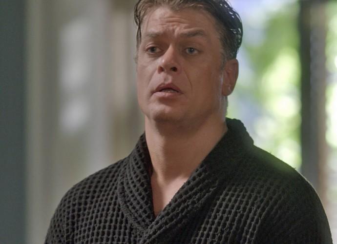 Arthur manda Jonatas sair de sua casa (Foto: TV Globo)