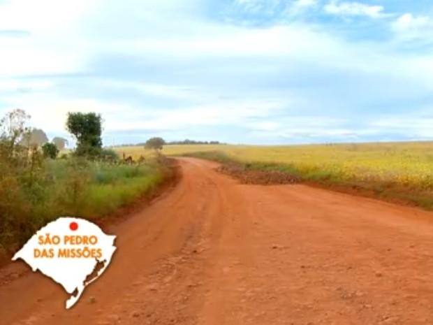 São Pedro das Missões tem 15 quilômetros de estradas de chão na entrada da cidade (Foto: Reprodução/RBS TV)