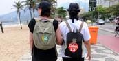Adversárias nas urnas caminham juntas (Eleitoras adversárias caminham juntas (Alexandre Durão/G1))