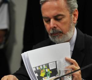 O ministro Antonio Patriota participa de audiência pública no Senado sobre as denúncias de espionagem por agências norte-americanas (Foto: José Cruz/ABr)