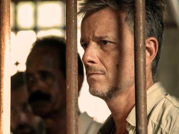 Kléber vencido é preso em Tapiré (Foto: Inácio Moraes/TV Globo)