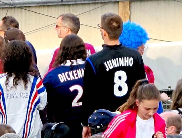 Torcedor do Lyon com camisa de Juninho (Foto: Cahê Mota / Globoesporte.com)