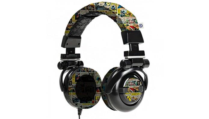 Fone de ouvido estampado com quadrinhos da DC Comics (Foto: Divulgação/DC)