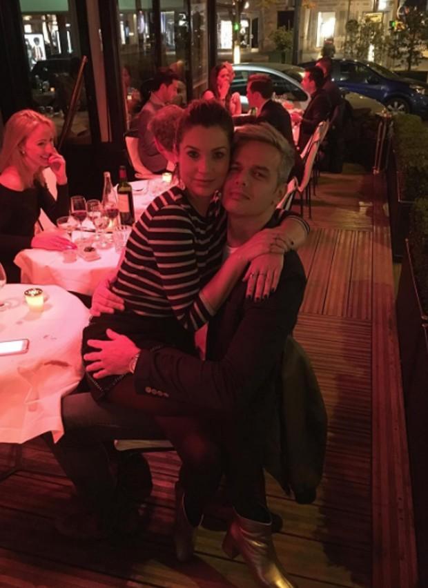 O casal em Paris (Foto: Reprodução)