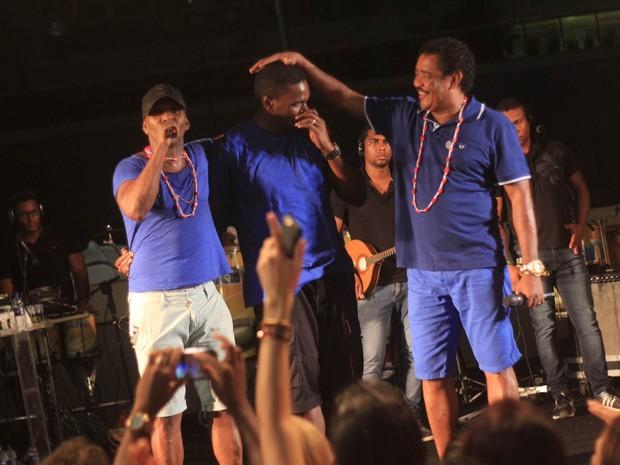 Compadre Washington e Beto Jamaica com Jacaré em show em Salvador, na Bahia (Foto: Sércio Freitas/ Ag. Sércio Freitas/ Divulgação)