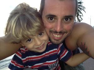 Thiago e o filho não se desgrudam e fazem tudo juntos. (Foto: Arquivo pessoa/Thiago Sampaio)