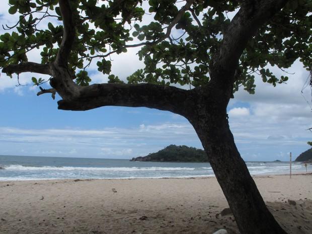 Praia Branca é um dos atrativos para quem se hospeda na comunidade caiçara (Foto: Anna Gabriela Ribeiro/G1)