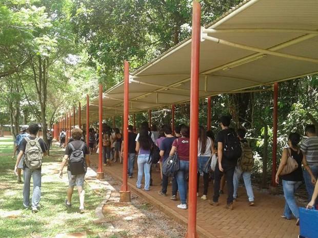 Alunos ocupam a Reitoria da UFG contra a PEC 241, em Goiânia, Goiás (Foto: Facebook/DCE UFG)