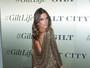 Alessandra Ambrósio usa vestido decotado em evento nos EUA