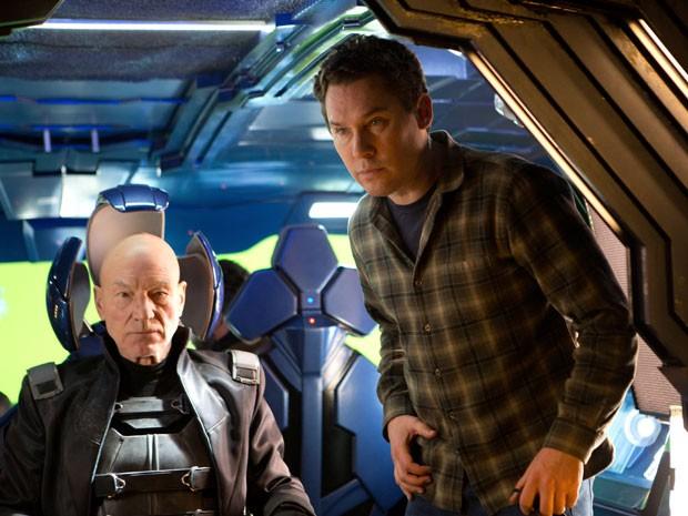 Patrick Stewart e o diretor Bryan Singer nos bastidores de 'X-Men: Dias de um futuro esquecido' (Foto: Divulgação)