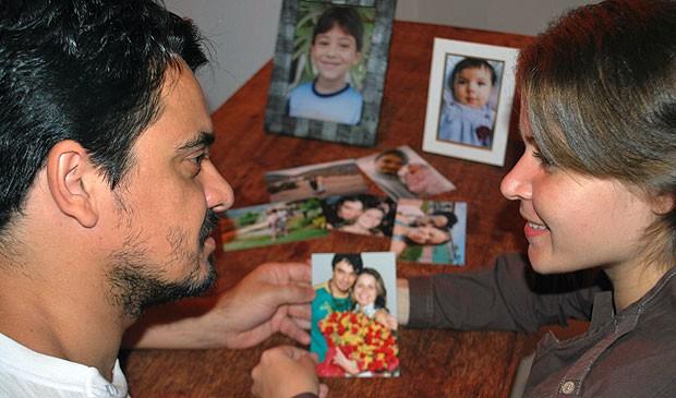 Alcino perdeu a memória e contou com o amor de Priscila para reconstruir a vida e a família (Foto: Rafael Zambe/ G1 ES)