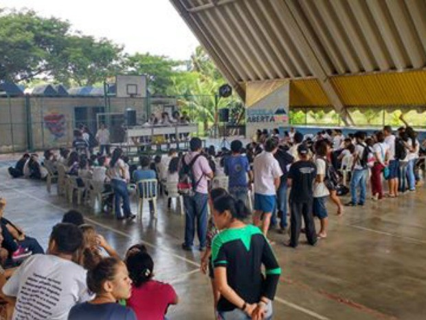 Alunos ocupam escola em Fortaleza em apoio à greve de professores (Foto: Cedeca)