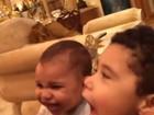 Zezé Di Camargo se diverte com os netos e avisa: 'Vô só serve pra isso'