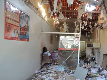 Destruição em uma das agências bancárias vítimas da explosão em Dormentes, PE (Foto: TV Grande Rio)