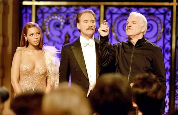 Beyonce Knowles, Kevin Kline e Steve Martin na comédia 'A Pantera Cor-de-Rosa', que o Corujão exibe no dia 23 (Foto: Divulgação)