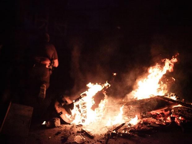 Forças de segurança encontraram fogueiras em pontos do Jacarezinho (Foto: Ide Gomes/G1)