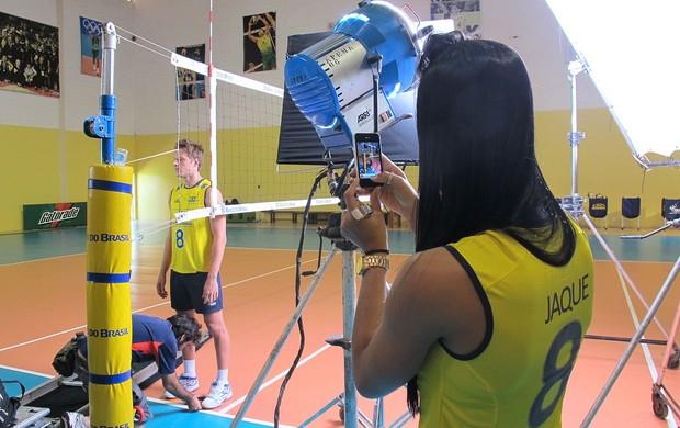Murilo, Jaqueline e Sheilla gravam vídeo para a CBV (Foto: Divulgação / CBV)