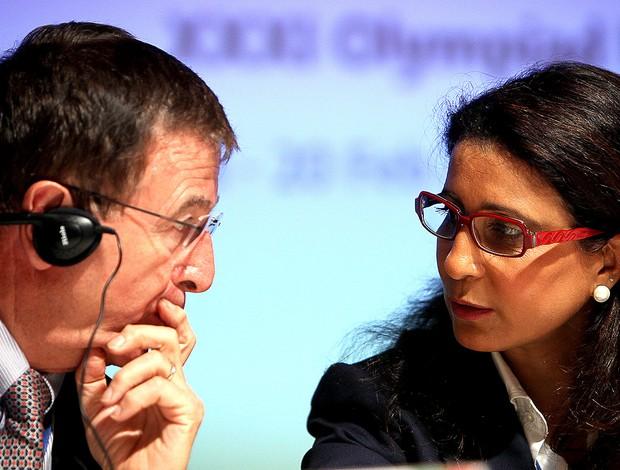 Gilbert Felli e Nawal El Moutawakel a reunião do COI (Foto: EFE)