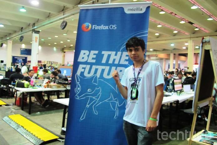 Samuel Moraes tem apenas 16 anos e já é programador e empreendedor  (Foto: Laura Martins/TechTudo)
