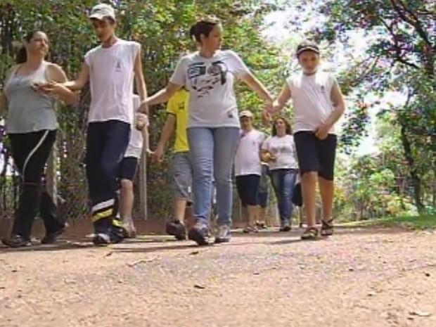 Espaço conta com caminhadas e socialização entre os pacientes (Foto: Reprodução/TV Tem)