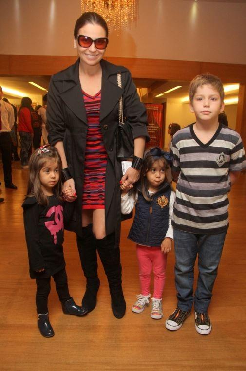 Giovanna Antonelli e filhos (Foto: Daniel Delmiro/Agnews)