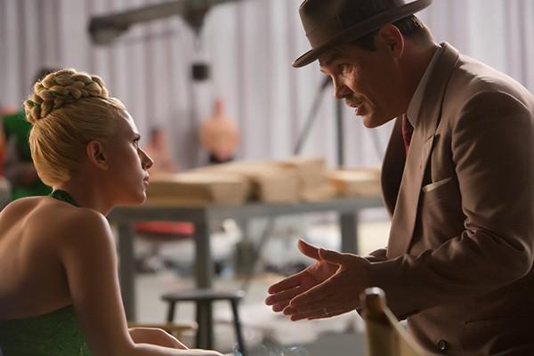 Josh Brolin, Scarlett Johansson em Ave, César! (Foto: Divulgação)