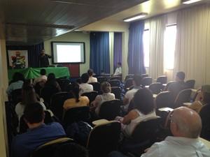 Evento reuniu entidades que realizam atividades no Rio Araguarí, no Amapá (Foto: John Pacheco/G1)