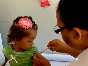 Vacina contra a gripe na Bahia (Foto: Reprodução/TV Bahia)
