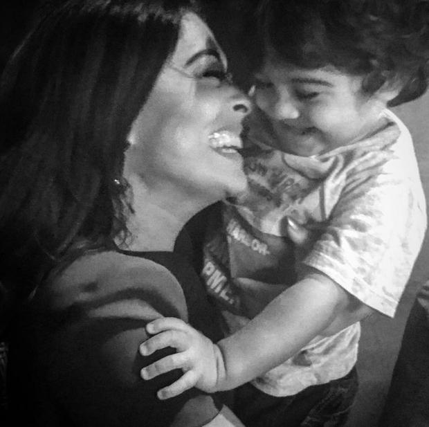 Juliana Paes com o filho caçula, Antônio (Foto: Reprodução/Instagram)