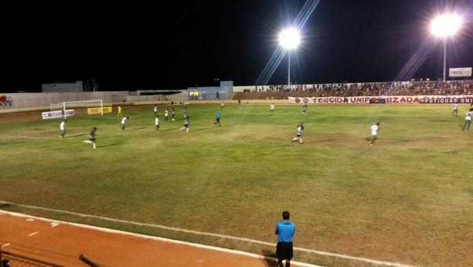 Santa Cruz-RN x Corintians de Caicó, no Estádio Iberezão (Foto: Victor Lyra)