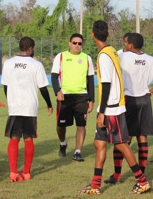 Treino do Flamengo-PI (Foto: Emanuele Madeira/GloboEsporte.com)