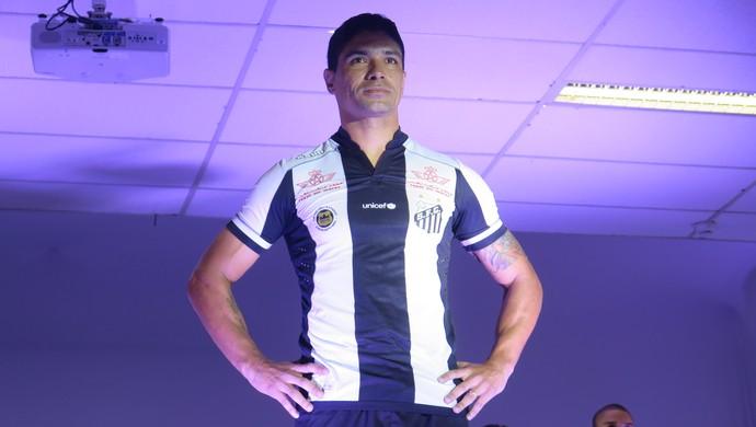 da1bd62184 Renato com novo uniforme do Santos (Foto  Bruno Giufrida) Renato apresentou  o novo uniforme 2 ...