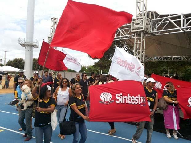 Protesto aconteceu durante a visita do ministro do Esporte, Aldo Rebelo (Foto: Jocaff Souza/G1)