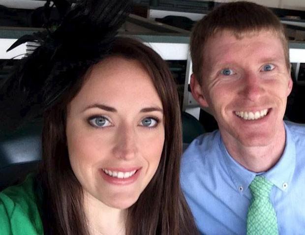 Foto mostra Justin Shults e seu mulher,  Stephanie Moore Shults (Foto: Stephanie Moore Shults/Reuters)