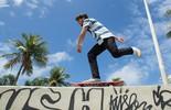Brenno Leone ensina manobras de skate