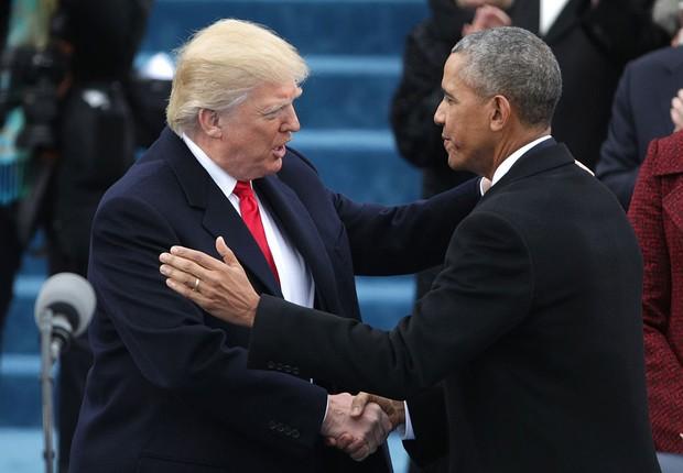 O presidente eleito dos Estados Unidos, Donald Trump, cumprimenta o presidente Barack Obama (Foto: Alex Wong/Getty Images)