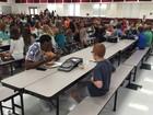 Atleta causa comoção nos EUA ao não deixar menino autista almoçar sozinho
