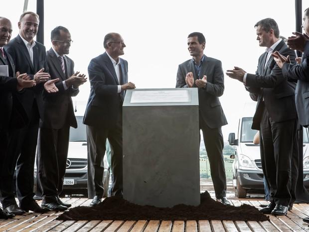 Antes de fábrica, Mercedes ampliará família do GLA no Brasil Pedra