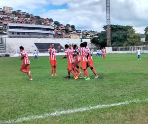 Douglas marcou três vezes para o Novo Esporte (Foto: Patrícia Belo / Globoesporte.com)