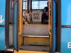 Mulher em cadeiras de rodas tem pé esmagado ao entrar no Transcol