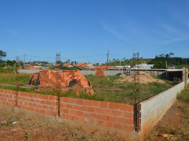 O bairro São Marcos fica distante cerca de 5 quilômetros do Centro da cidade  e não tem transporte coletivo.  Cerca de 330 famílias residem no bairro (Foto: Rogério Aderbal/G1)