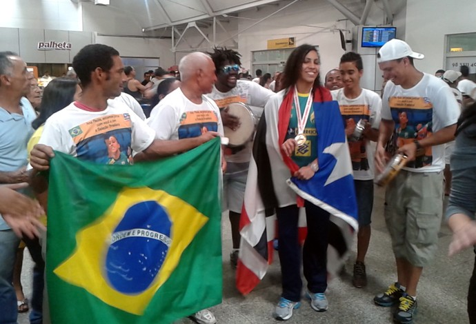 Ana Paula samba desembarque (Foto: Bruno Alves)