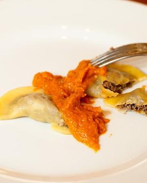 Ravioli de cordeiro ao molho de tomate, receita de Adriana do Carmo Menezes de Andrade (Foto: Thedy Gonçalves)