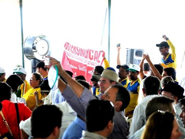 Grevistas vaiaram presidente após discurso em evento (Foto: Renê Dióz/ G1)